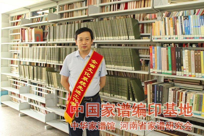 闫宏伟荣获2016年全省文化系统先进个人.jpg