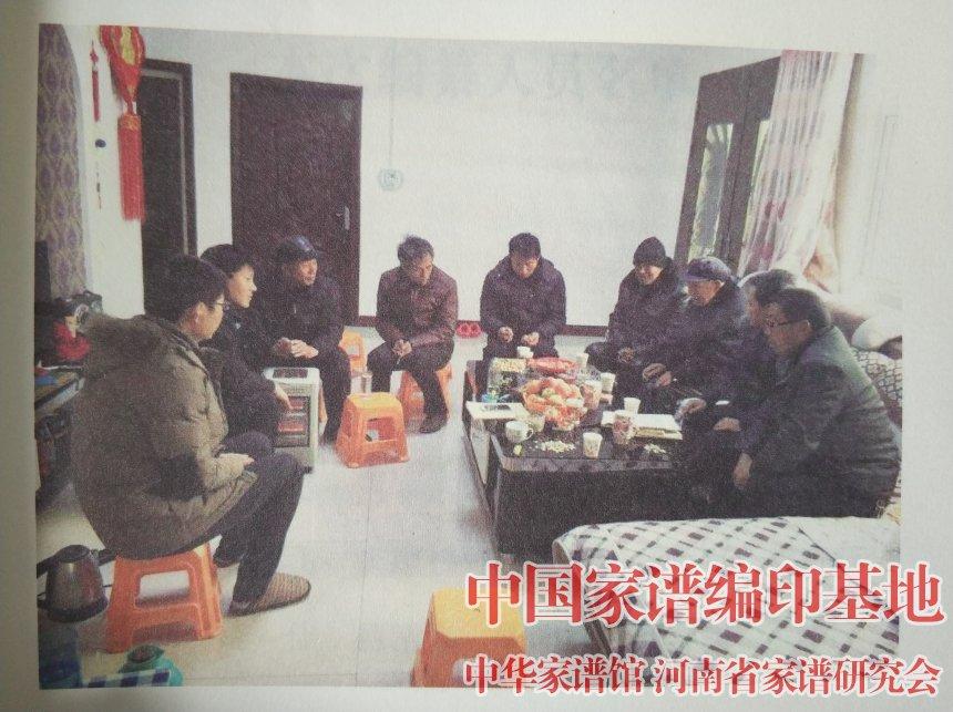 嵩县安岭魏氏家谱编委会在讨论修谱细节 (2).jpg