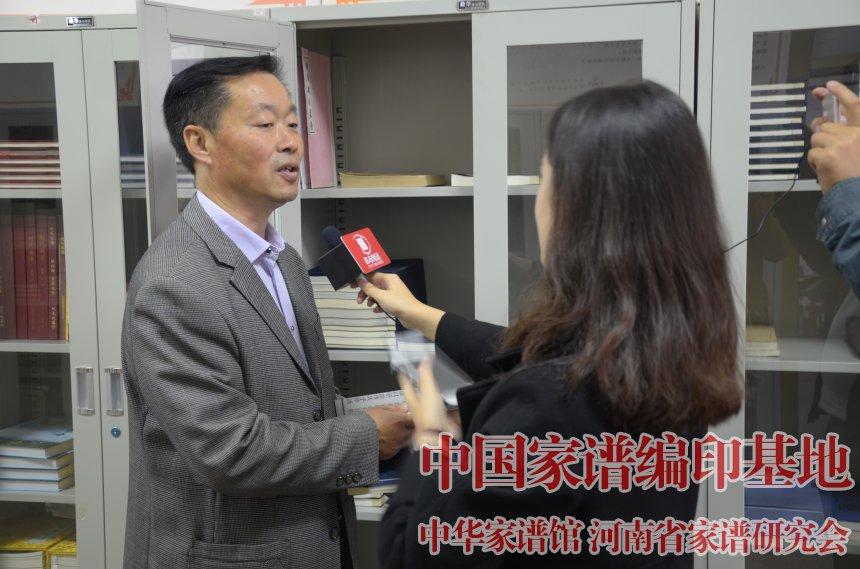 河南省家谱文化研究院院长金涛接受河南电视台都市频道采访.jpg